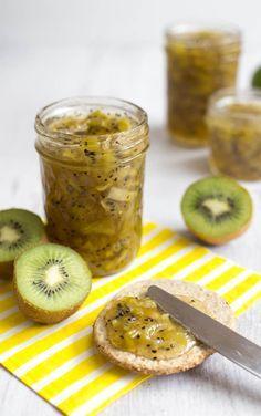 Ecco la nostra ricetta per fare una buona marmellata di kiwi utilizzando solo frutta biologica e ingredienti naturali, anche nella versione senza zucchero.