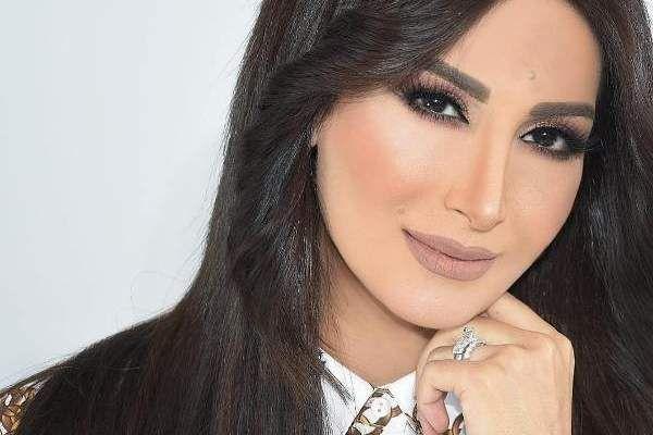 بالصور أجمل النجمات العربيات صاحبات الشامة 2020 Arrow Necklace Necklace Fashion