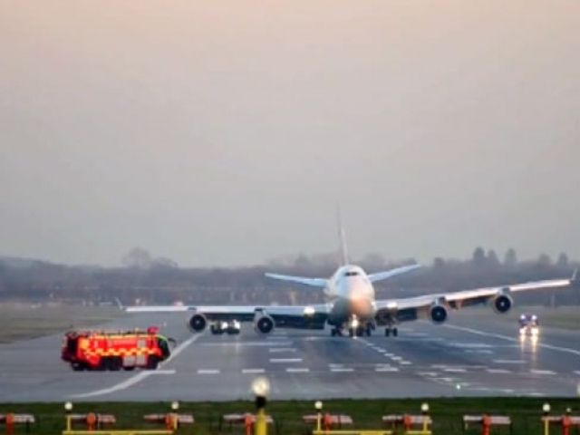 Londra-Las Vegas seferini yapmak üzere Gatwick Havaalanı'ndan havalanan Virgin Atlantic Havayolları'na ait bir yolcu uçağı uçuş takımlarının arızalanması