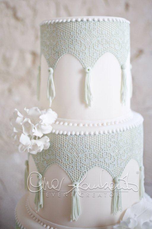 Pizzi e merletti per la torta nuziale dai sapori tradizionali e natural chic | Cira Lombardo Wedding Planner