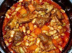 Feijoada à Portuguesa Ingredientes 500 g de feijão manteiga 1 colher de sopa de óleo 1 folha de louro 400 g de entrecosto, 1 chouriço de carne pequeno, 1 chouriço de sangue, 100 g de toucinho e...