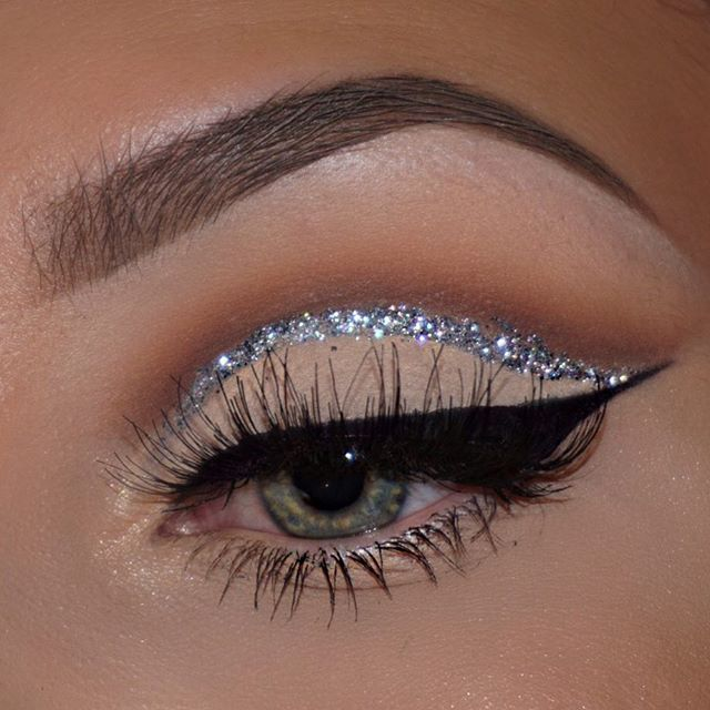 Doing a typical glitter cut crease ✨inspo via @pala_foxxia  @collectionlove Glam Crystals Glitter Liner• @nyccosmetics Black Liner• @makeupgeekcosmetics shadows• @anastasiabeverlyhills Taupe Dipbrow• @shophudabeauty @hudabeauty Samantha Lashes• @benefitcosmetics Gimme Brow•