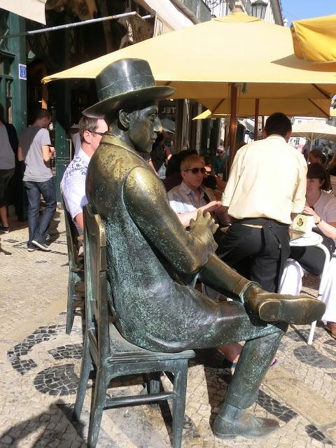 Fernándo Pessoa, presente en café A Brasileira, Lisboa