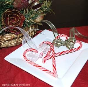 Candycane Hearts http://www.teaching-tiny-tots.com/toddler-activities-candycane-hearts.html  #Christmas, #candycanes, crafts