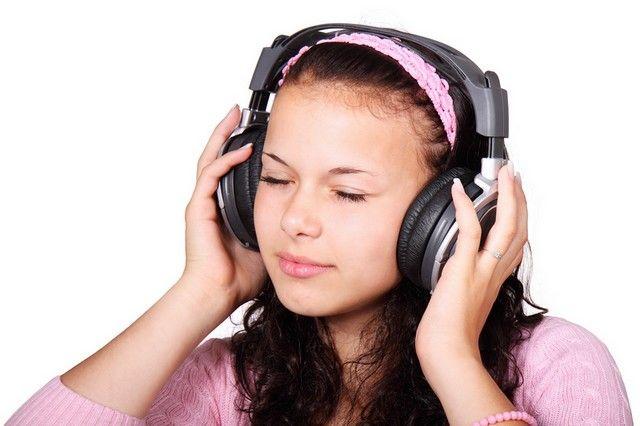 4 solutions pour écouter du français (un mot, un texte court, un article, un livre), pratiquer sa compréhension orale et sa prononciation.