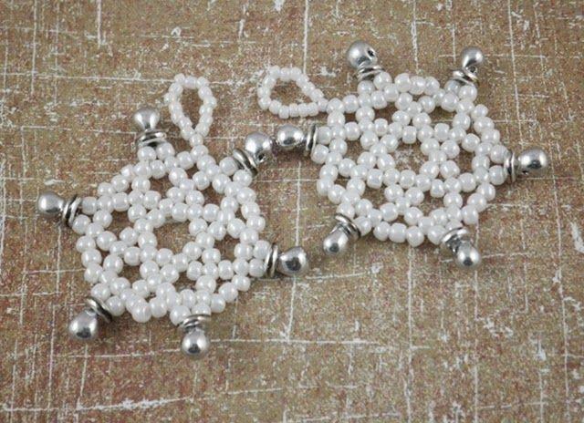 TOHO Round 15o Opaque-Lustered White, TOHO Round 11o Opaque-Lustered White, Miyuki Drop 3.4mm Silver, O bead Silver, Średnica 3 cm.