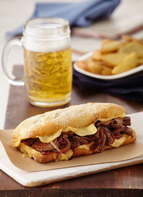 Si busca ideas para el almuerzo este sándwich de lomo con queso derretido lo puede sacar de apuros. Tenga presente esta receta cuando piense en su lonchera.