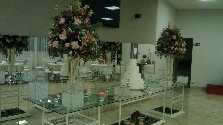 Mesa do bolo.  Projeto e execução Le Sorelle Cerimonial e Decoração