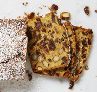 Früchtekuchen mit Feigen, Aprikosen und Nüssen - saftig, lecker und typisch Vorweihnachtszeit!