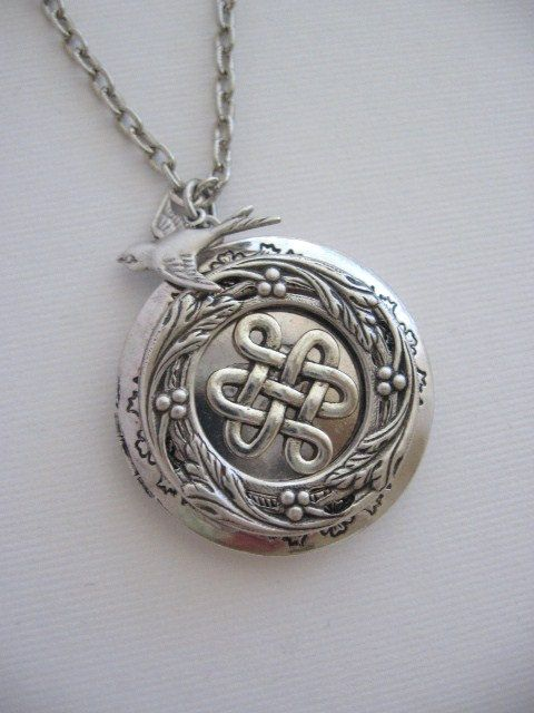 Celtic Knot LOCKETSilver LocketCeltic Knot by CharmedValley