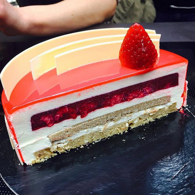 Inside The entremet for my clases at @bculinary #bachour #bachourclass…