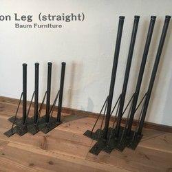 ◎ご購入前に当店プロフィールを必ずご覧下さいませ。当店でご購入いただく際の大切な利用規約となります。ご購入された時点で内容をご確認、ご了承いただいたものと判断させていただきます。https://www.creema.jp/c/baum-furniture◎天板・杉無垢材・オイルフィニッシュ仕上げ◎収納部・杉無垢材+抽出し底板のみ合板・オイルフィニッシュ仕上げ・上開きの扉部分には自動で閉まるソフトダウンステーを使用◎脚・黒皮鉄・未塗装(オイル仕上げ)・アジャスター付き◎サイズ・全体 W1500×D350×H800mm・収納部分 W465×D300×H145mm・抽出し内寸 W420×D240×H50mm・鏡 W300×H300mm※サイズ変更可(別途料金)◎配送・西濃運輸・天板と脚を別々に梱包し、2個口にて配送・脚はプラスドライバーで簡単に取付していただけます・配送日のみご指定いただけます。・配送時間のご指定はできません。◎注意事項・当店の家具は全てラフ仕上げとなります。(ラフ仕上げに関しては当店プロフィールをご覧下さいませ)・サイズや仕様に...