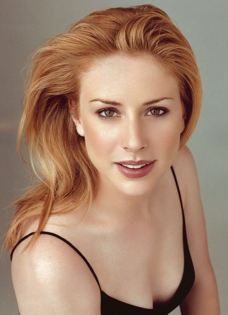 Diane Neal from Law & Order SVU. Plays ADA Casey Novak after Alex has to change her identity. So pretty!