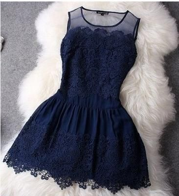 Short little black dress with lace, for spring's parties :)