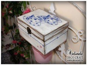 Caseta cu cesti de ceai, realizata la Atelierul Deco Craft - Shabby Chic si Tehnica servetelului #shabby_chic #ateliere_creatie #servetele_ceai #tehnica_servetelului #servetele_decoupage