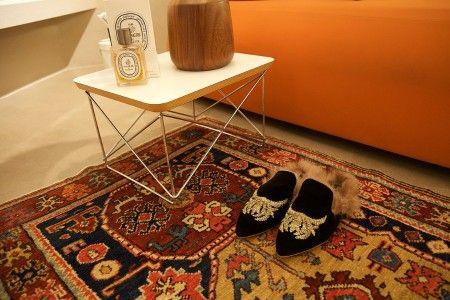 shop Gia Couture  Scarpe: Sleepers Già Couture in velluto e pelliccia di agnello, nera, ricamo dorato sul davanti, suola in cuoio e plantare con cuscinetto in gomma piuma