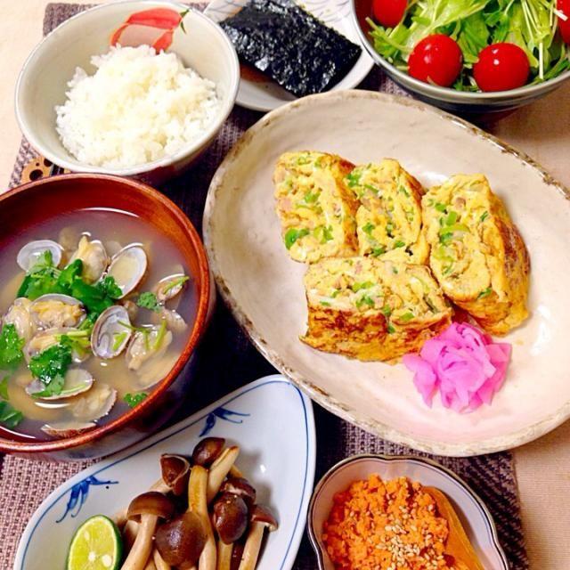 ツナとねぎの卵焼き 空心菜の芽とレタス ミニトマトのサラダ シメジのガーリックバター焼き あさりの味噌汁 鮭フレーク 焼き海苔  では、いただきま〜す - 148件のもぐもぐ - 今日も和食の朝ご飯 by Demisuke