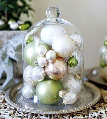 decoration table noel centre de table cloche en verre et boule de noel