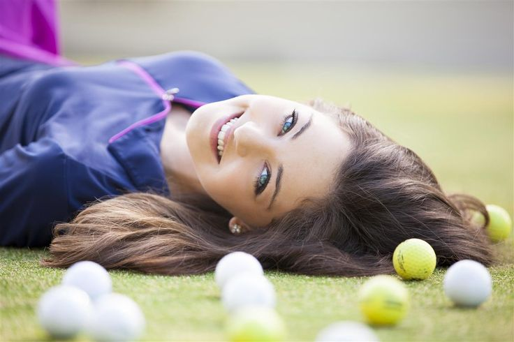 Incorporating golf into her senior portrait www.lifesmomentsinfocus.com