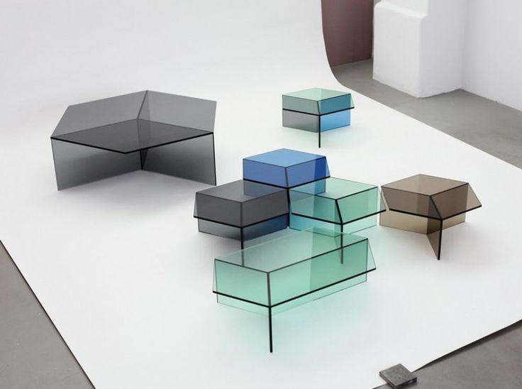 Wir Präsentieren Ihnen Den Von Sebastian Scherer Entworfenen Glas  Beistelltisch Isom, Der Je Nach Blickwinkel Seine Form Optisch Wechselt.  Mit Dem Einsatz