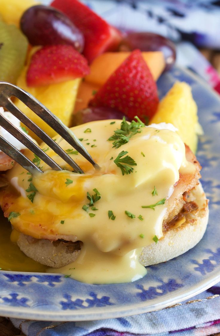 Super easy to make Eggs Benedict recipe with a Mediterranean twist!  Simple and quick, the hollandaise is even made in the blender. | @suburbansoapbox