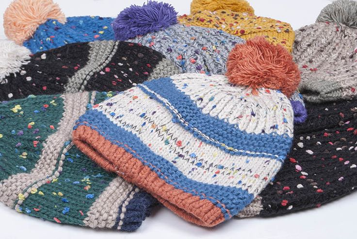 Cirmos pomponos sapkák: 2800.- mindkét boltban és online: http://webshop.latomas.hu/Noikiegeszito/Noisapka