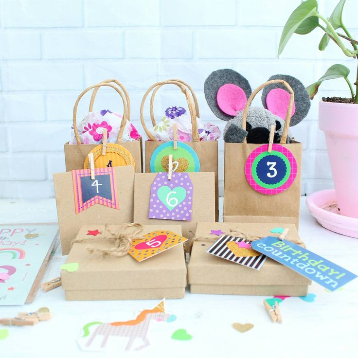 Cuenta regresiva cumpleaños / etiquetas y bolsas de regalo