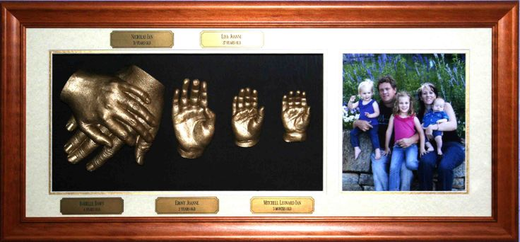 Family 3D Portrait. Mum n Dad holding hands and three children with Photo.https://www.facebook.com/pages/Forget-Me-Not-Impressions/105458717541?ref=hl www.fmni.com.au