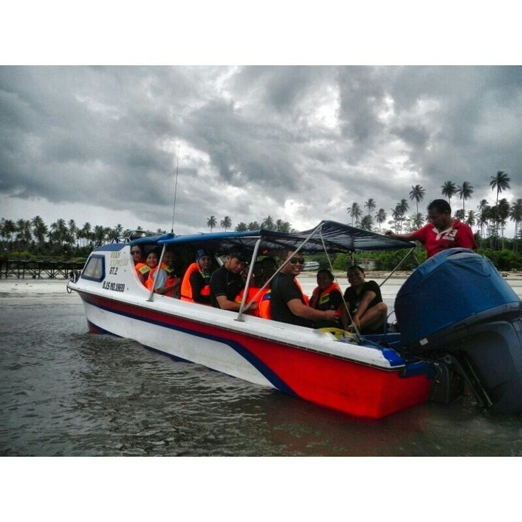 Boat to derawan