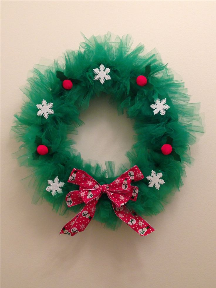 DIY Christmas wreath with tulle