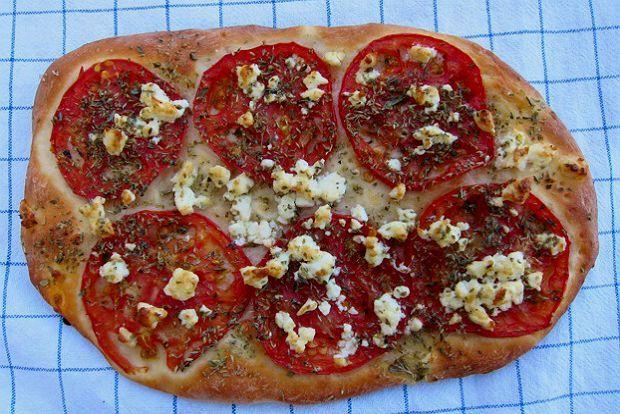 Η δεύτερη: ντομάτες, φέτα και ρίγανη / Φωτό: Πέτρος Λαδάς