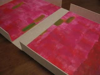 Caja para libro de artista en tela con papel pintado a mano por la artista Silvia Sanjurjo.