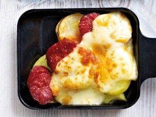 Das Rezept für Raclette-Pfännchen mit Kartoffeln, Chorizo und Raclettekäse und weitere kostenlose Rezepte auf LECKER.de