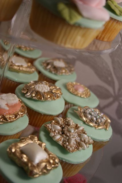 Bling cupcakes 1  Bling cameos and brooches