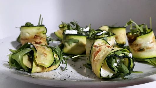 Involtini di zucchine, zola e rucola