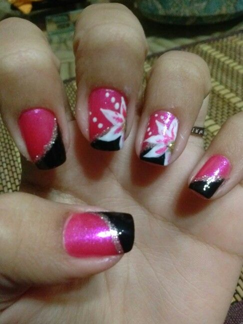 Nail Art Pink and Black w/ flower design