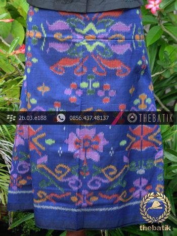 Kain Tenun Indonesia Motif Bunga Biru | Indonesian Ikat Fabric Pattern Design http://thebatik.co.id/kain-batik-bahan/
