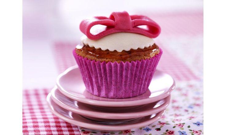 Aardbeien cupcakes met strik van marsepein recept | Dr.Oetker