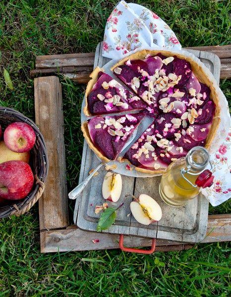 Notre cookbook préféré de la rentrée ? « Le Bonheur de cuisiner », de Perla Servan-Schreiber. Editrice de magazines et cordon-bleu passionné, elle prône le plaisir aux fourneaux. Ses recettes, saines, rapides et délicieuses, qu'elle commente pour nous, donnent envie de cuisiner. Promis, juré, son livre deviendra très vite l'un de vos classiques. http://www.elle.fr/Elle-a-Table/Les-dossiers-de-la-redaction/Dossier-de-la-redac/Faciles-et-exquises-les-recettes-plaisir-de-la-rentree