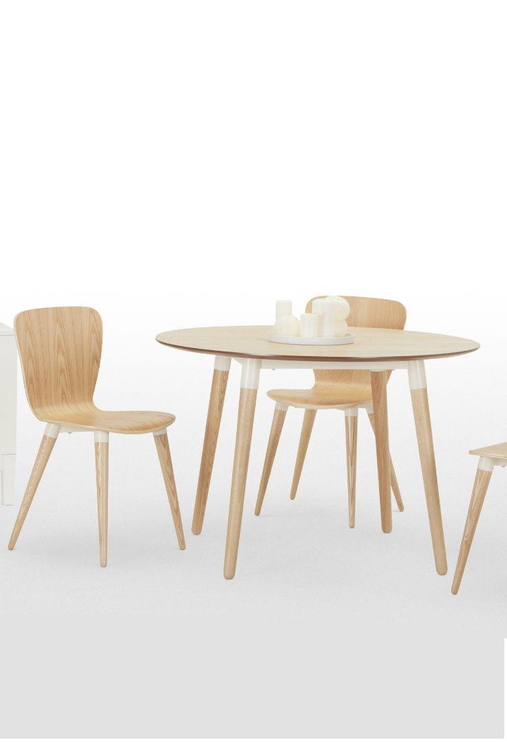 Edelweiss runder Esstisch in Esche und Weiß. Die kontrastierenden Farben zwischen Tischbeinen und -platte verleihen dem skandinavisch inspirierten Stück seinen besonderen Charakter.