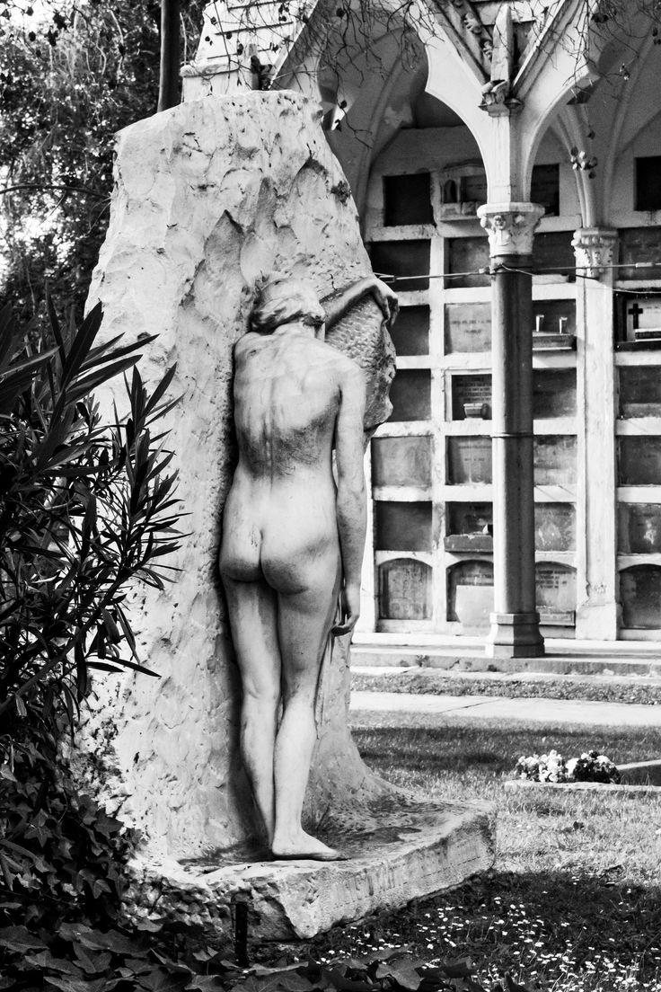 Dolor, cementerio general, Chile. Escultora Chilena Rebeca Matte.