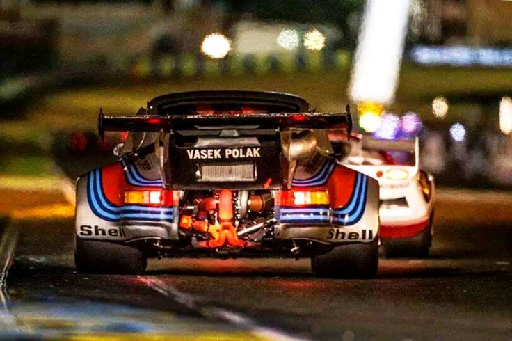 Glowing turbo on a 911 RSR