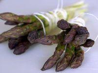 Éplucher et cuire des asperges fraîches. How to Cook Asparagus.