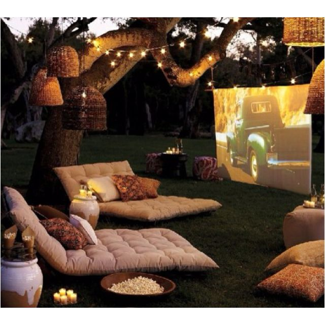 Awesome backyard idea! Wouldn't this be great? A white sheet strung up tightly works well with a projector.