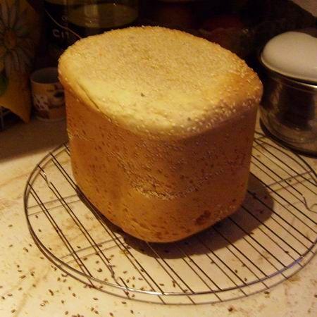 Kenyérsütőgépben sült kenyér