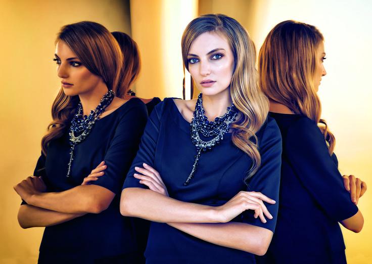 #prettyonewarsaw   Kolekcja Autumn Winter 2014/15 granatowa luźna sukienka, korale, długie włosy, stylizacja sylwestrowa