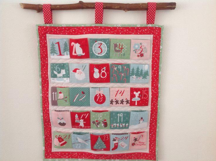 Christmas Advent Calendar mini-quilt! Gemaakt met het panel van Dashwood Studio. Compleet pakket verkrijgbaar @Stitchenzo