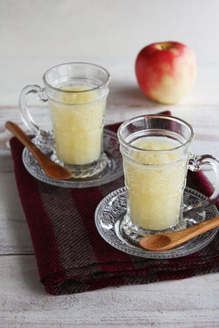 すりおろして混ぜるだけ♪ぽかぽか「ホットアップルジンジャー」】     材料&分量(調理時間:2人分)       りんご 150g      生姜 10g      はちみつ 大さじ1~お好みで      レモン汁 大さじ1~お好みで      お湯 1cup      作り方・手順            1)りんごと生姜は皮をむき、すりおろし、レモン汁をかけておく。          2)お湯にはちみつを入れて混ぜ、その他の材料をすべて入れてできあがり。                  生姜の刺激が強すぎるなと感じる時はレンジ加熱1分ほどすると少しマイルドに。            調理のワンポイントアドバイス           お好みでシナモンなどをプラスするのもおすすめ♪
