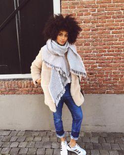 itspaulaalmeida:  Spring Vibes  Check more on my Blog  ✨paulaalmeida.co✨ #OOTD #PaulaAlmeida #AfroHair #Style #Holland (em 's-Hertogenbosch)