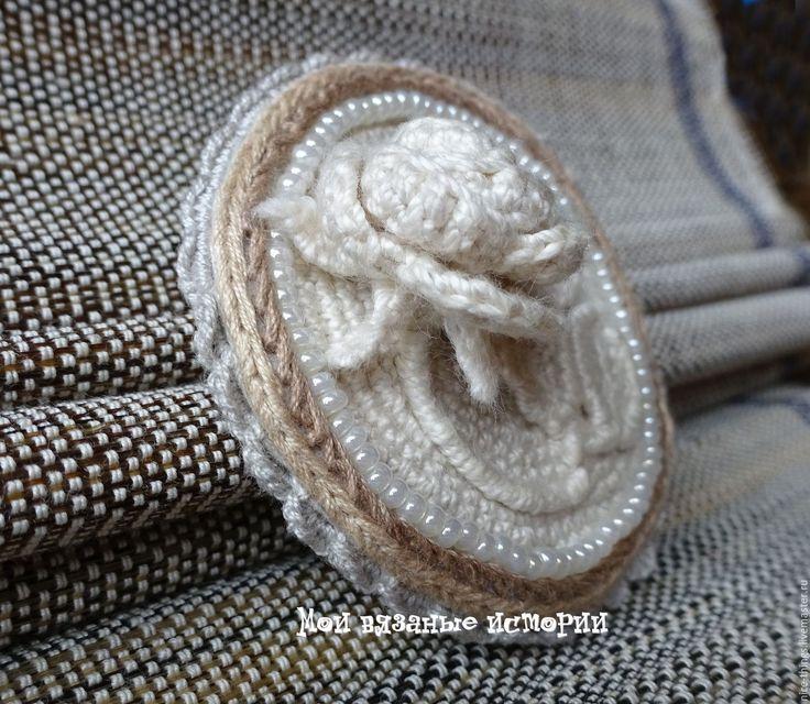 Купить Брошь-камея Роза 2 вязаная вышитая с бисером - белый, brooch, камея